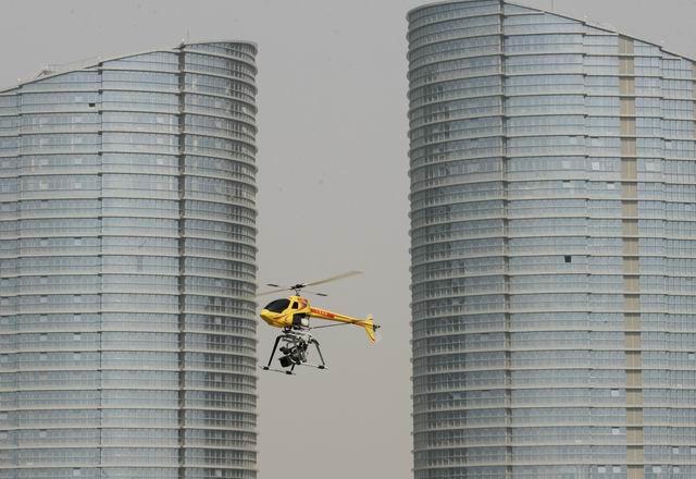 广西首架专业航拍遥控直升机面世(组图)